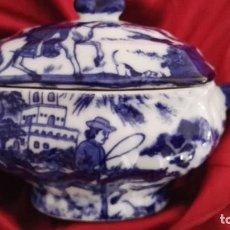 Vintage: BELLA CAJA TIPO BOMBONERA DE PORCELANA CHINA BLANCA DECORADA EN AZUL DIFUMINADO. Lote 65486738