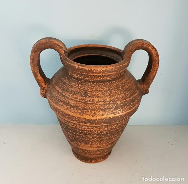 Vintage: Reproducción de antigua vasija romana en terracota, sellada en la base . - Foto 3 - 68920213