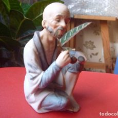 Vintage: PORCELANA CHINA TIPO BISCUIT ANCIANO FUMANDO PIPA. Lote 73696479