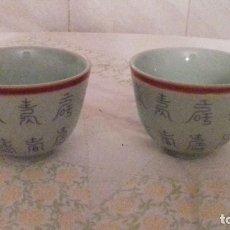 Vintage: LOTE DE 2 VASITOS DE PORCELANA CHINOS,COLOR VERDE SUAVE,. Lote 78283553