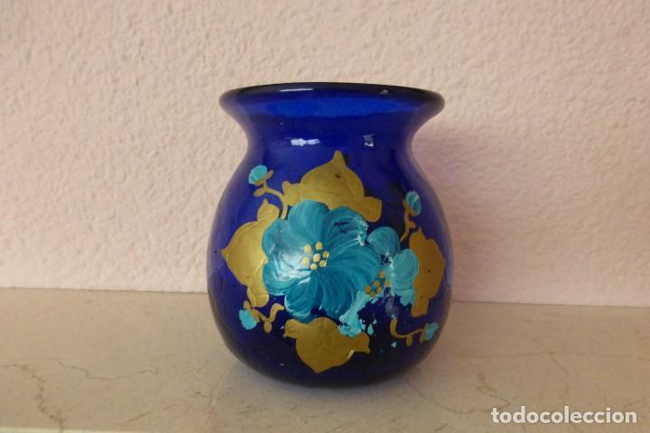 FLORERO DE VIDRIO AZUL (Vintage - Decoración - Cristal y Vidrio)