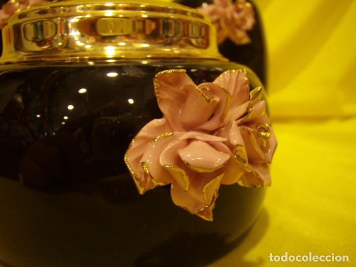 Vintage: Juego Tocador porcelana negra, con flor porcelana, tapas chapado oro, años 70, Nuevo sin usar. - Foto 2 - 87844140