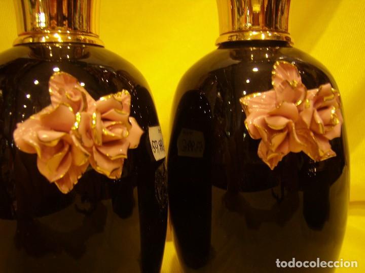 Vintage: Juego Tocador porcelana negra, con flor porcelana, tapas chapado oro, años 70, Nuevo sin usar. - Foto 3 - 87844140