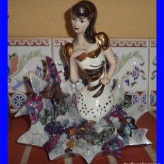 Vintage: FIGURA DE PORCELANA ARTÍSTICA DAVOR EN ORO Y PLATA MIDE 21/20/12 CM. EN PERFECTO ESTADO. Lote 91671475
