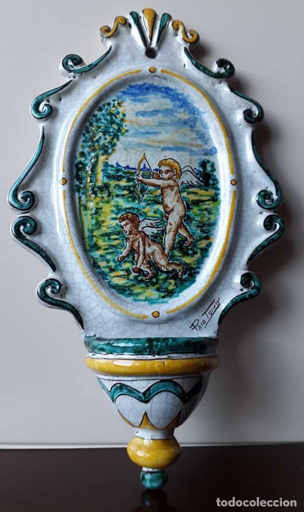 BENDITERA.PILA AGUA BENDITA CERÁMICA FIRMADA (Vintage - Decoración - Porcelanas y Cerámicas)