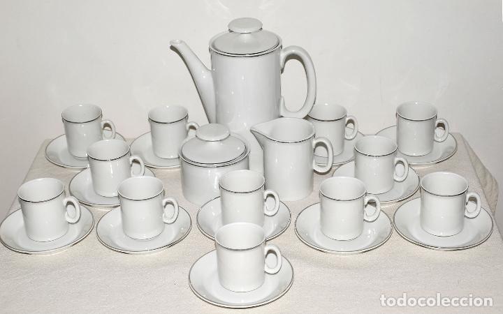 JUEGO DE CAFE 12 SERVICIOS DE PORCELANA BLANCA Y FILO EN PLATA. VER FOTOS Y DESCRIPCION. (Vintage - Decoración - Porcelanas y Cerámicas)