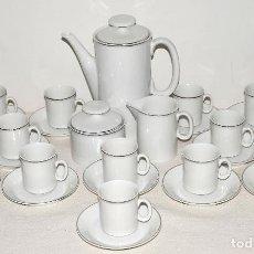 Vintage: JUEGO DE CAFE 12 SERVICIOS DE PORCELANA BLANCA Y FILO EN PLATA. VER FOTOS Y DESCRIPCION. . Lote 94144100