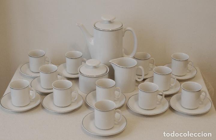 Vintage: JUEGO DE CAFE 12 SERVICIOS DE PORCELANA BLANCA Y FILO EN PLATA. VER FOTOS Y DESCRIPCION. - Foto 15 - 94144100