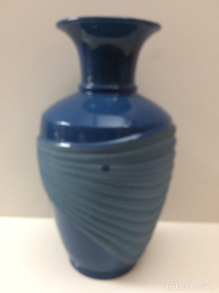 Vintage: Jarrón Azul de ceramica 33x19x13cm de boca Ref 17 - Foto 2 - 95499175