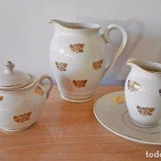 Vintage: JUEGO TE CAFÉ PORCELANA BLANCA Y DORADO JARRA LECHERA PLATO. Lote 55004524