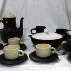 Vintage: JUEGO DE CAFE Y CHOCOLATERA DE CERÁMICA 19 PIEZAS AÑOS 50. Lote 101236523