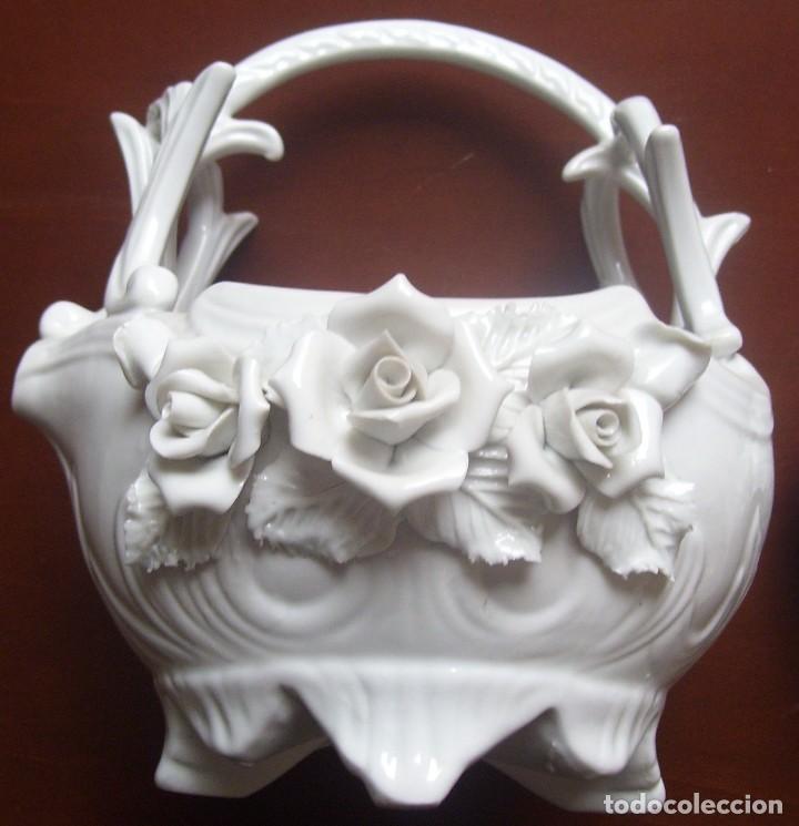 TETERA CLASICA PORCELANA FLORES - MEDIDAS 22 X 18 CM - VER FOTOS (Vintage - Decoración - Porcelanas y Cerámicas)