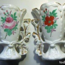 Vintage: 2 FLOREROS CON ADORNOS DORADOS. Lote 108033479