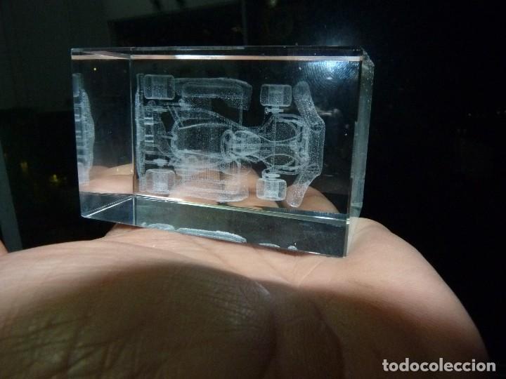 BONITO KART CARRERAS CRISTAL MACIZO DIBUJO EN 3D DECORACIÓN COCHE FORMULA 1 COMPETICIÓN (Vintage - Decoración - Cristal y Vidrio)