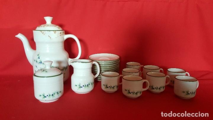 JUEGO DE CAFÉ / TÉ ITALIANO CON DELICADO DISEÑO. (Vintage - Decoración - Porcelanas y Cerámicas)
