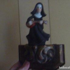 Vintage: FIGURA MONJA GUITARRA SOR SONRISA BISCUIT PORCELANA CON PEANA MADERA IDEAL REGALO. Lote 112796427