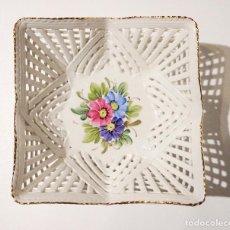 Vintage: PEQUEÑA CESTA PORCELANA EN REJILLA HECHA A MANO . Lote 114957907
