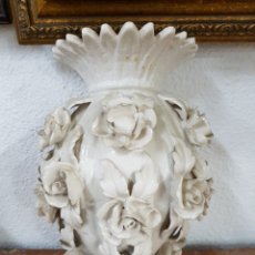 Vintage: FLORERO MANISES DE PARED BLANCO. Lote 115238842