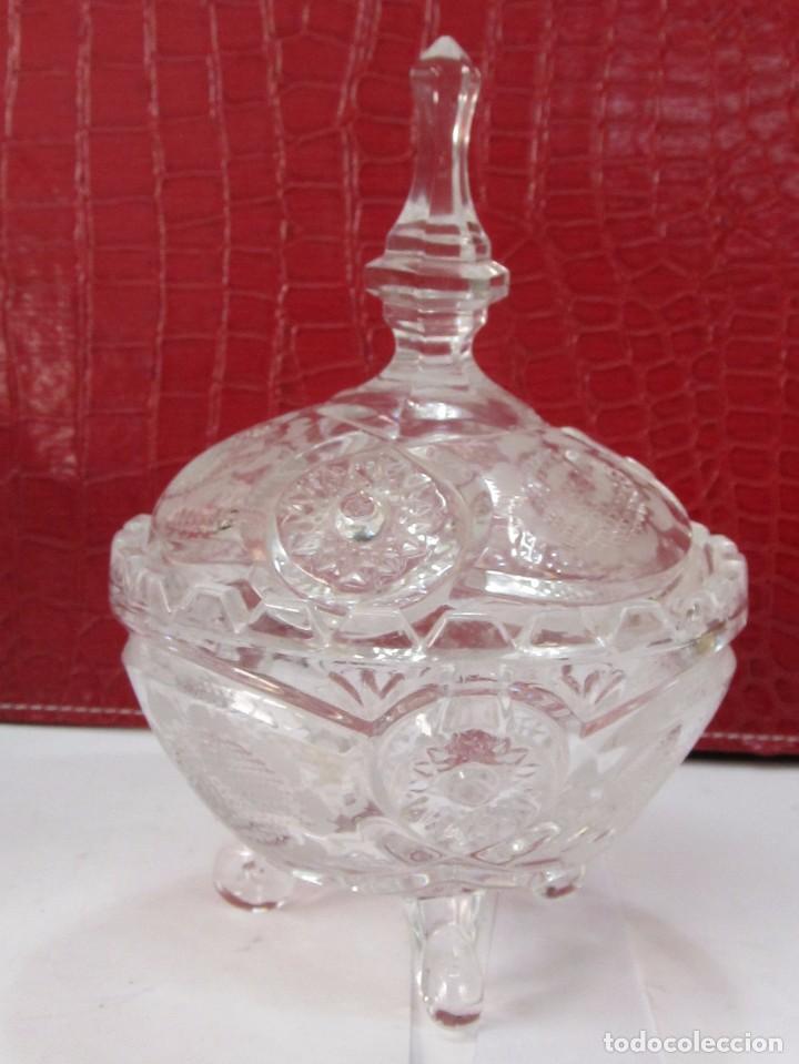 ELEGANTE BOMBONERA DE CRISTAL TALLADO (Vintage - Decoración - Cristal y Vidrio)