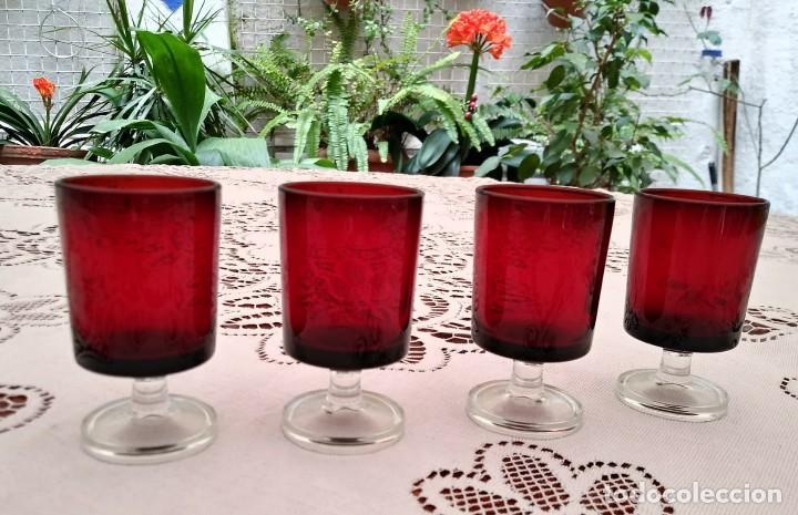 4 COPAS ORIGINALES AÑOS 60 ROJAS RUBÍ VINTAGE DIAMETRO 4CM ALTURA 7,2CM IMPECABLES - COMO NUEVAS (Vintage - Decoración - Cristal y Vidrio)