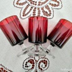 Vintage: 3 COPAS ORIGINALES AÑOS 60 ROJAS RUBÍ VINTAGE DIÁMETRO 5,9 CM ALTURA 10,5 CM IMPECABLE ESTADO. Lote 117446879