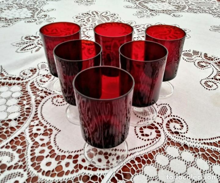6 COPAS ORIGINALES AÑOS 60 ROJAS RUBÍ VINTAGE DIÁMETRO 6,5 CM ALTURA 11,5 CM IMPECABLE ESTADO (Vintage - Decoración - Cristal y Vidrio)