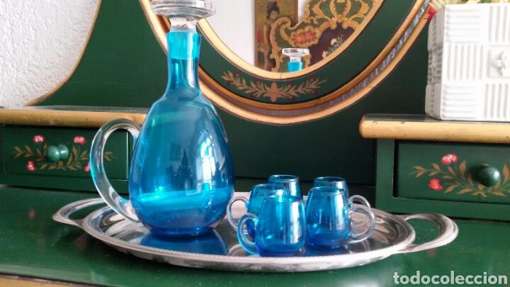 Vintage: Conjunto para licor en cristal azul turquesa. Jarra con tapón y 5 vasos. Años 70. Bandeja de regalo. - Foto 2 - 117613440