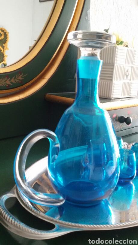 Vintage: Conjunto para licor en cristal azul turquesa. Jarra con tapón y 5 vasos. Años 70. Bandeja de regalo. - Foto 5 - 117613440