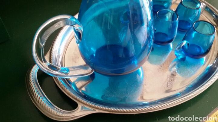 Vintage: Conjunto para licor en cristal azul turquesa. Jarra con tapón y 5 vasos. Años 70. Bandeja de regalo. - Foto 7 - 117613440