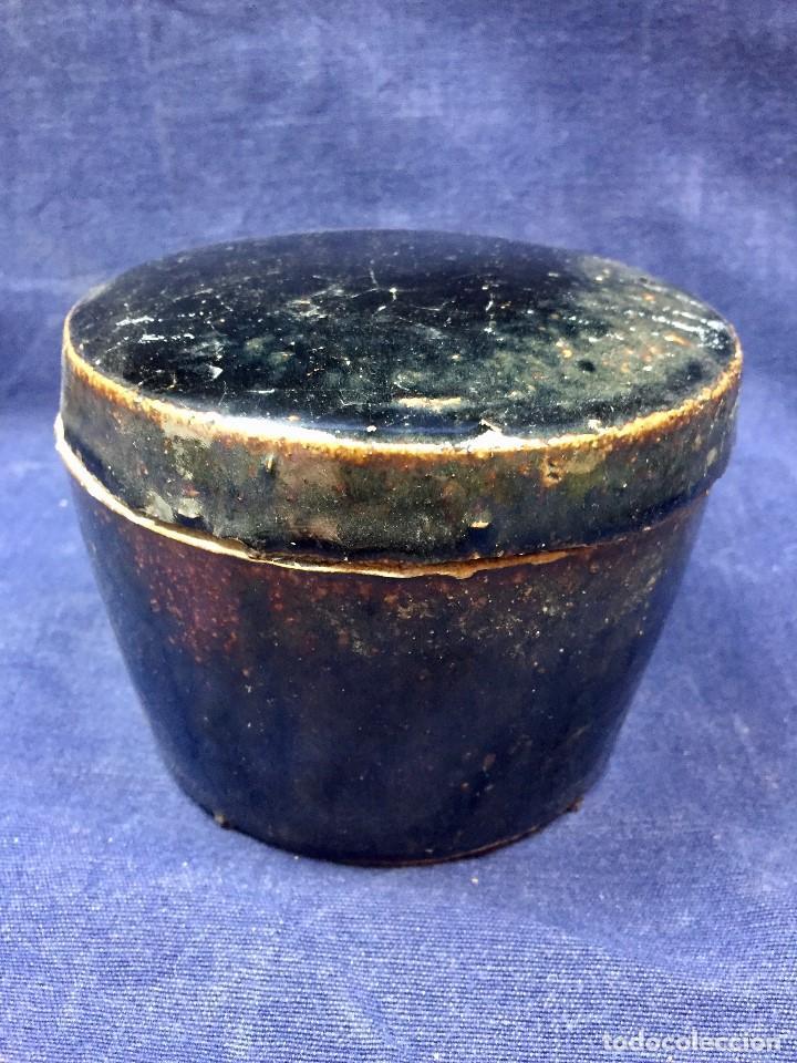 BOTE CON TAPA TIPO RAKU GRES VIDRIADO CRAQUELADO MARRON OSCURO MITAD S XX 9X11,5CMS (Vintage - Decoración - Porcelanas y Cerámicas)