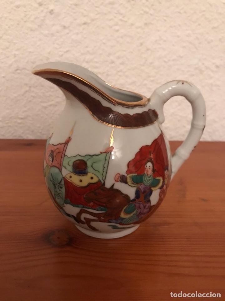 ANTIGUA JARRA, JARRITA LECHERA, DE MACAO, EN PORCELANA FINA (Vintage - Decoración - Porcelanas y Cerámicas)