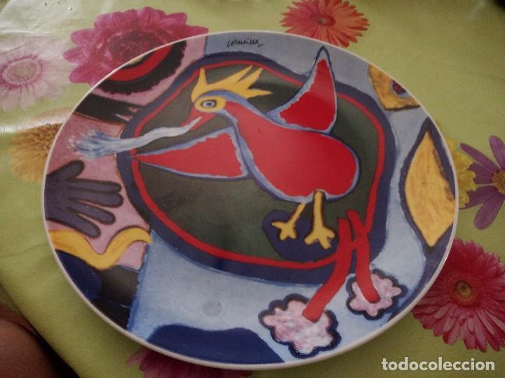 PRECIOSO PLATO DE PORCELANA CON PÁJARO, COMEINE. MUY COLORIDO. (Vintage - Decoración - Porcelanas y Cerámicas)