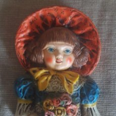 Vintage: FIGURA NIÑA PARA COLGAR EN LA PARED DE LA MARCA CERAMICA MARQUEZ, ARACENA HUELVA, RFA 18. Lote 125196511