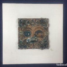 Vintage: AZULEJO RELIEVE INCISO IMPRESO VIDRIADO ROSTRO EMPLUMADO 1985 FIRMA ALVARO DEDICADO 27,5X27,5CMS. Lote 126341339