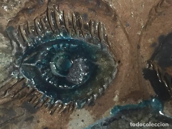 Vintage: azulejo relieve inciso impreso vidriado rostro emplumado 1985 firma alvaro dedicado 27,5x27,5cms - Foto 4 - 126341339