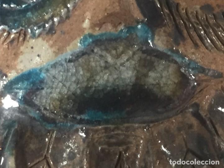 Vintage: azulejo relieve inciso impreso vidriado rostro emplumado 1985 firma alvaro dedicado 27,5x27,5cms - Foto 6 - 126341339