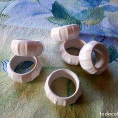 Vintage - Lote de 6 servilleteros de porcelana,forma redondo. - 127464523