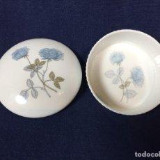 Vintage: CAJA REDONDA TAPA PORCELANA INGLESA WEDGWOOD ICE ROSE ENGLAND ROSAS AZULES 4,5X10,5CMS. Lote 146055061