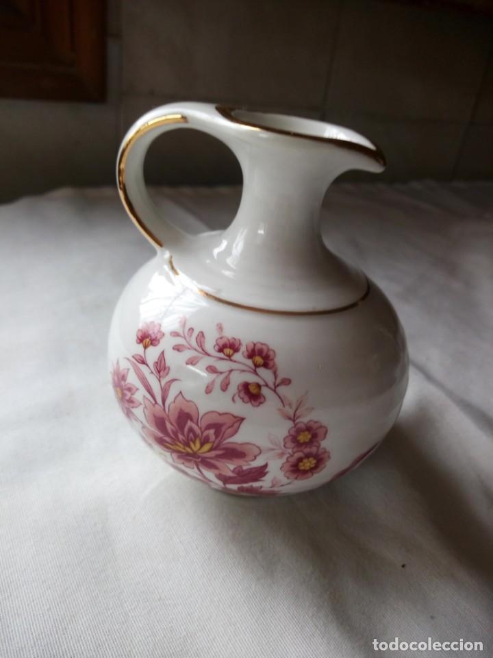 Vintage: Bonito jarron de porcelana flores rosadas y filos de oro,sin marca. - Foto 2 - 203012892