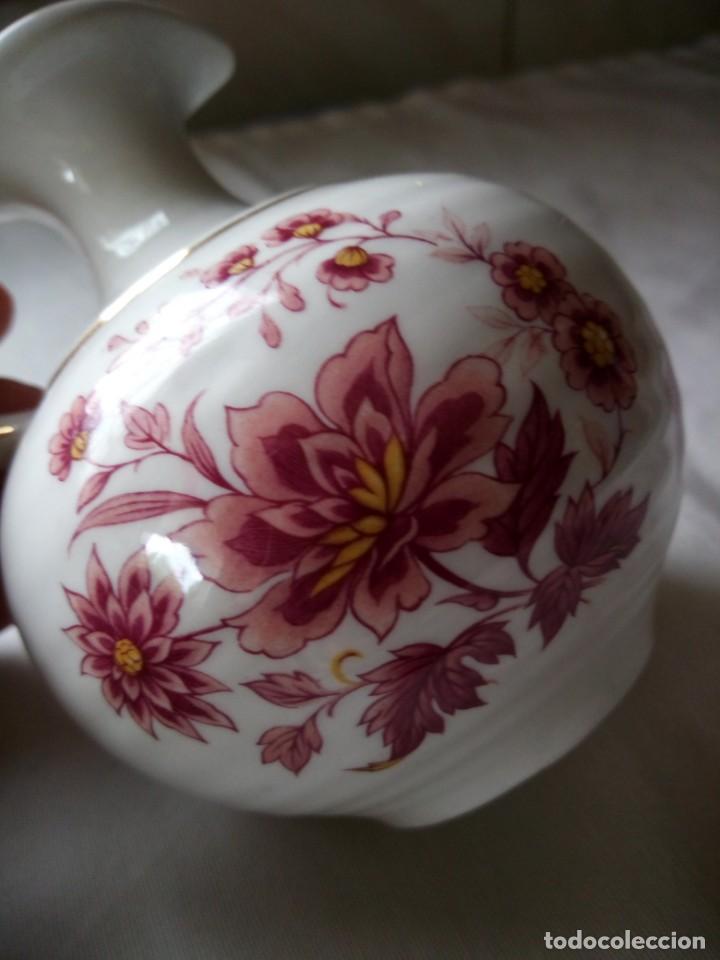 Vintage: Bonito jarron de porcelana flores rosadas y filos de oro,sin marca. - Foto 3 - 203012892