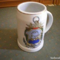 Vintage: JARRA EJERCITO DE TIERRA DE SAN FERNANDO ( CÁDIZ ) PORCELANA BLANCA. Lote 234826620