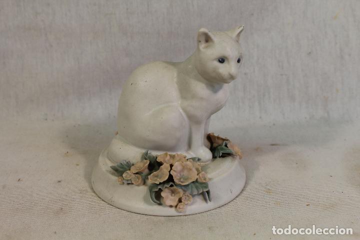 GATO EN PORCELANA CON SELLO EN BASE (Vintage - Decoración - Porcelanas y Cerámicas)