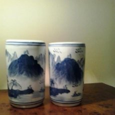 Vintage: PAREJA JARRONES O VASOS CILINDRICOS PORCELANA CHINA AZUL-MITAD S XX. Lote 135363078