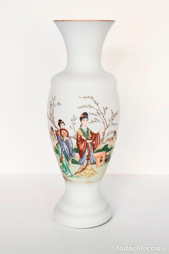 Vintage: Gran jarrón 31 cm cristal de opalina opaca con dibujos de geishas - Foto 2 - 135673807