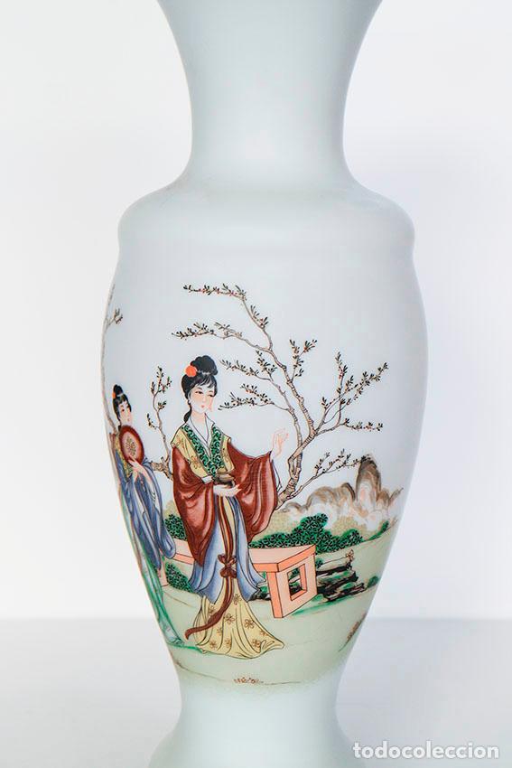 Vintage: Gran jarrón 31 cm cristal de opalina opaca con dibujos de geishas - Foto 3 - 135673807