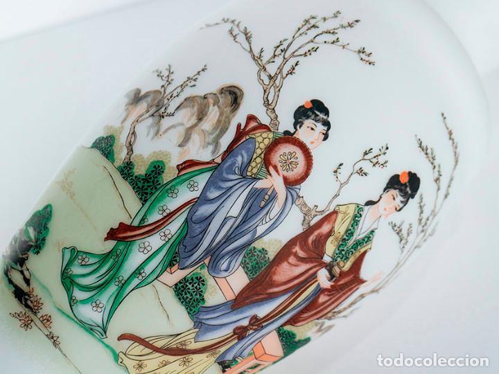 Vintage: Gran jarrón 31 cm cristal de opalina opaca con dibujos de geishas - Foto 4 - 135673807