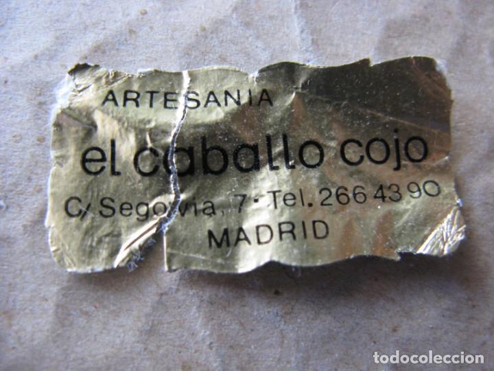 Vintage: PIEZA DE CERÁMICA. ROPLES P. A TO. PEGATINA DE ARTESANÍA EL CABALLO LOCO. MADRID. 15 X 11 CM. - Foto 3 - 136189990