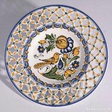 Vintage: ANTIGUO PLATO HOLANDÉS DE CERÁMICA CON CALADOS. PINTADO A MANO. Lote 138634698