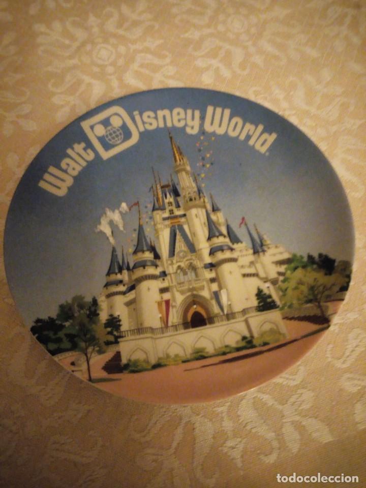 BONITO PLATO WALT DISNEY WORLD MADE IJ JAPAN. (Vintage - Decoración - Porcelanas y Cerámicas)