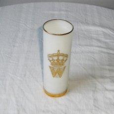 Vintage: VASO DE TUBO BLANCO CON W Y CORONA EN DORADO.. Lote 141498766